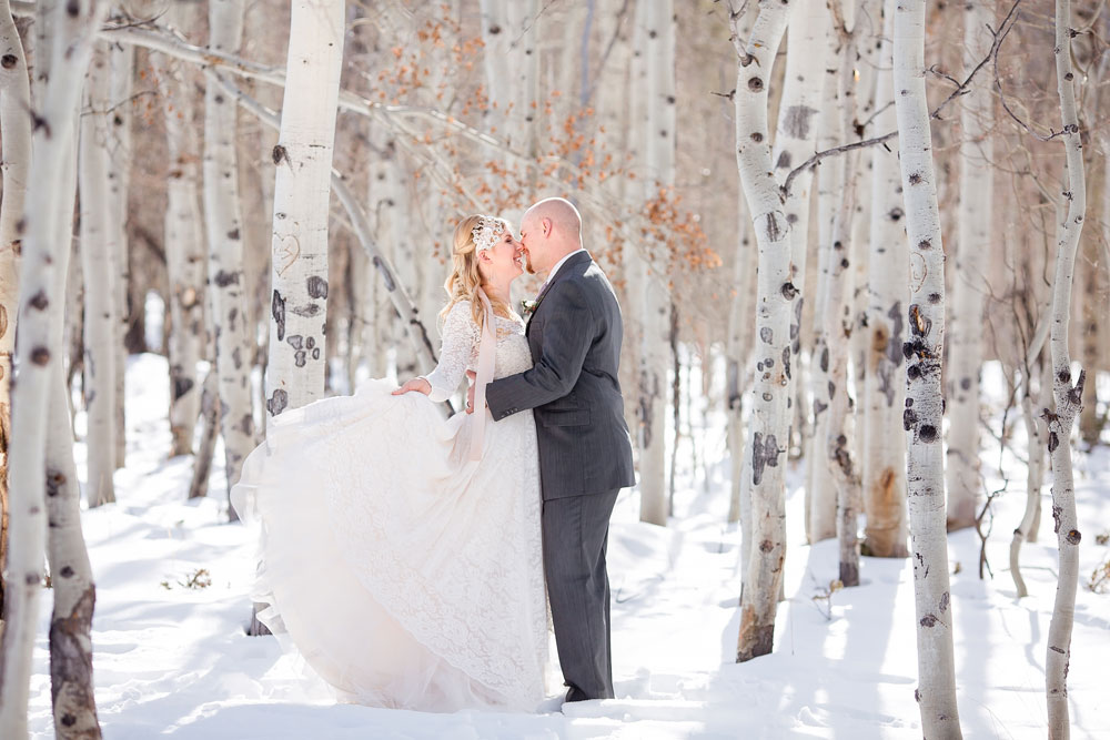 Snowy, Warm, & Inviting Winter Wedding Styled Shoot in the Colorado Mountains