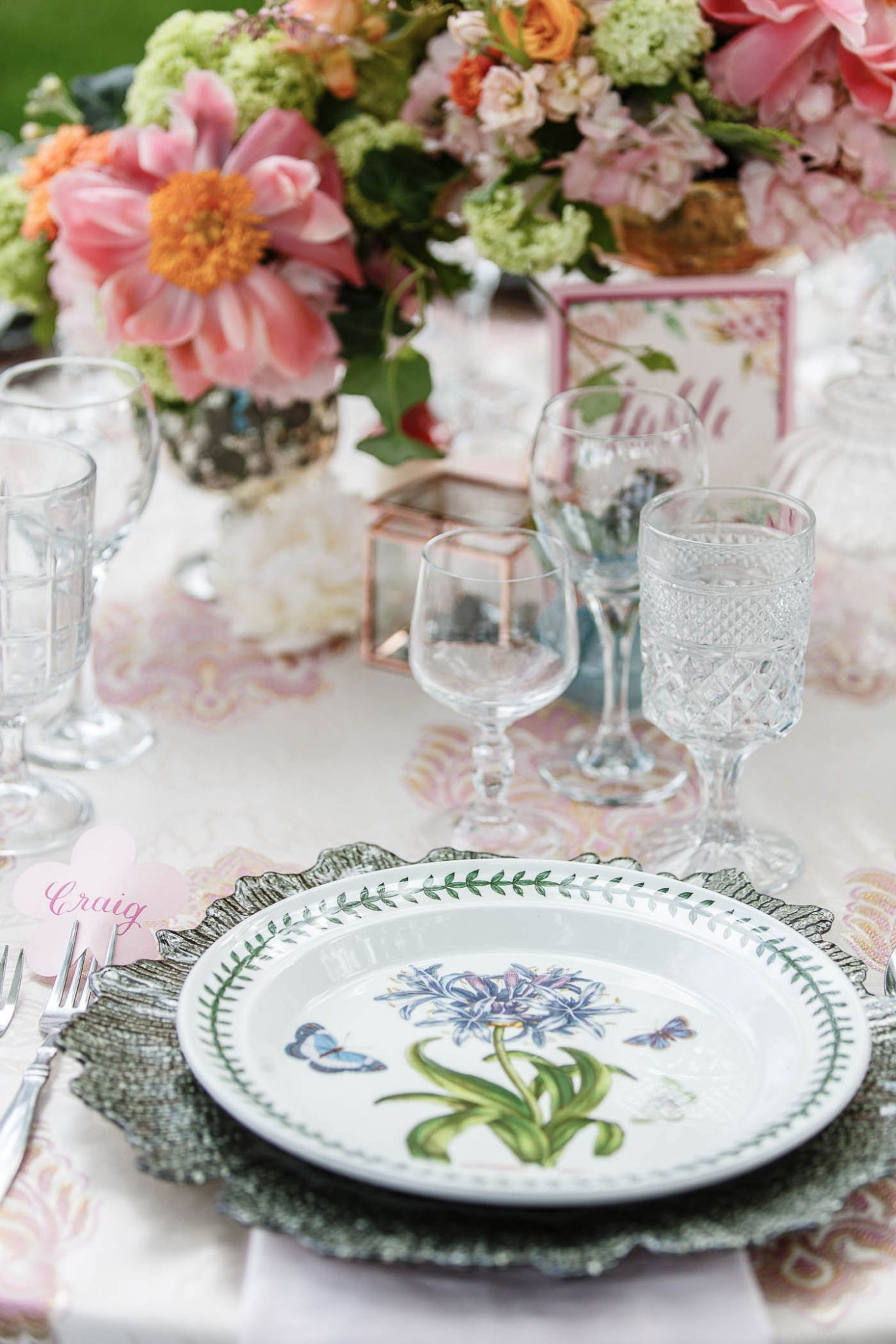 Reception Table setting | Spring Garden Wedding