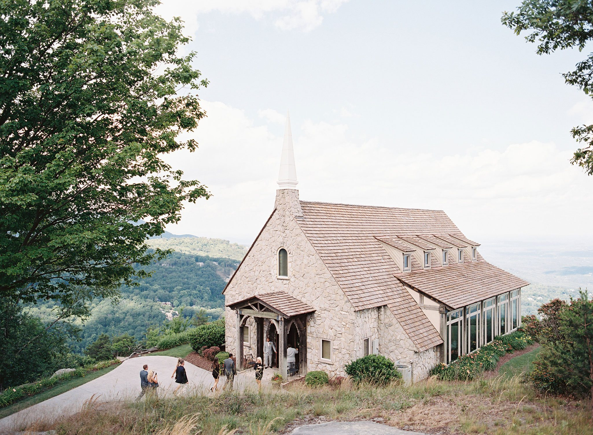 A Pretty Blue Ridge Mountain Wedding
