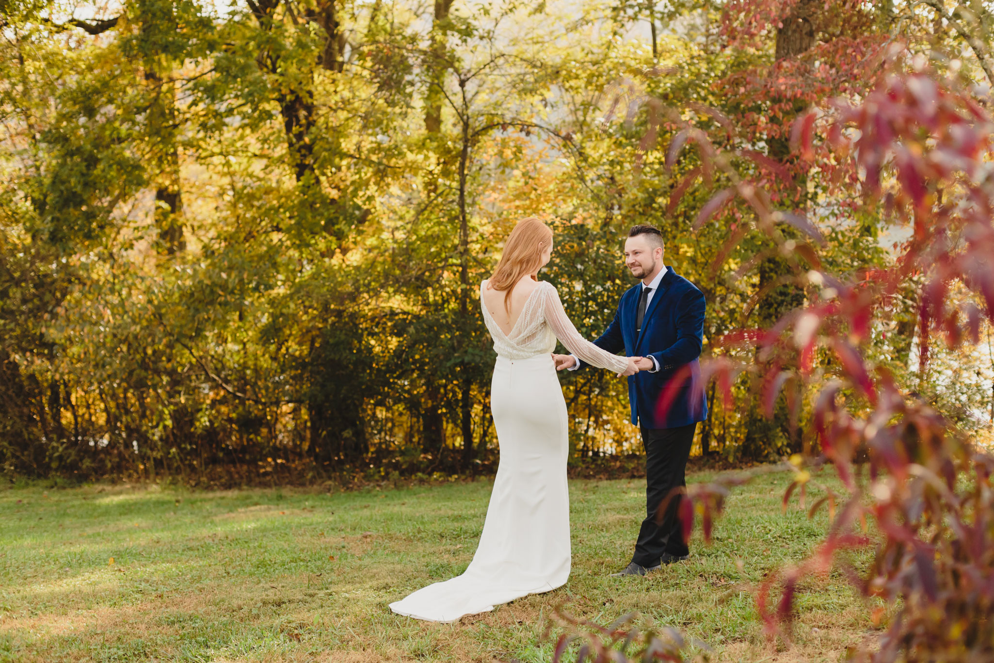 First Look | Autumn Tennessee Wedding in Knoxville