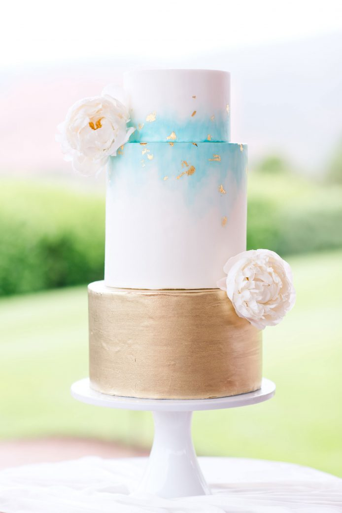 Wedding Cake | Vintage Meets Glam Inspiration in the Mountains, Garden of Gods, Colorado