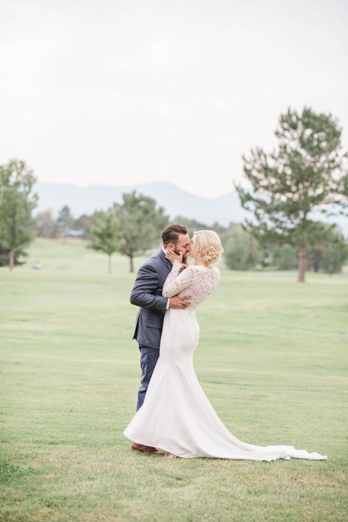The Kiss | A Romantic outdoor wedding in Denver, Colorado