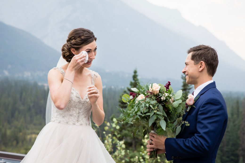 First Look | A Beautiful Mountain Wedding in Banff, Alberta,Canada