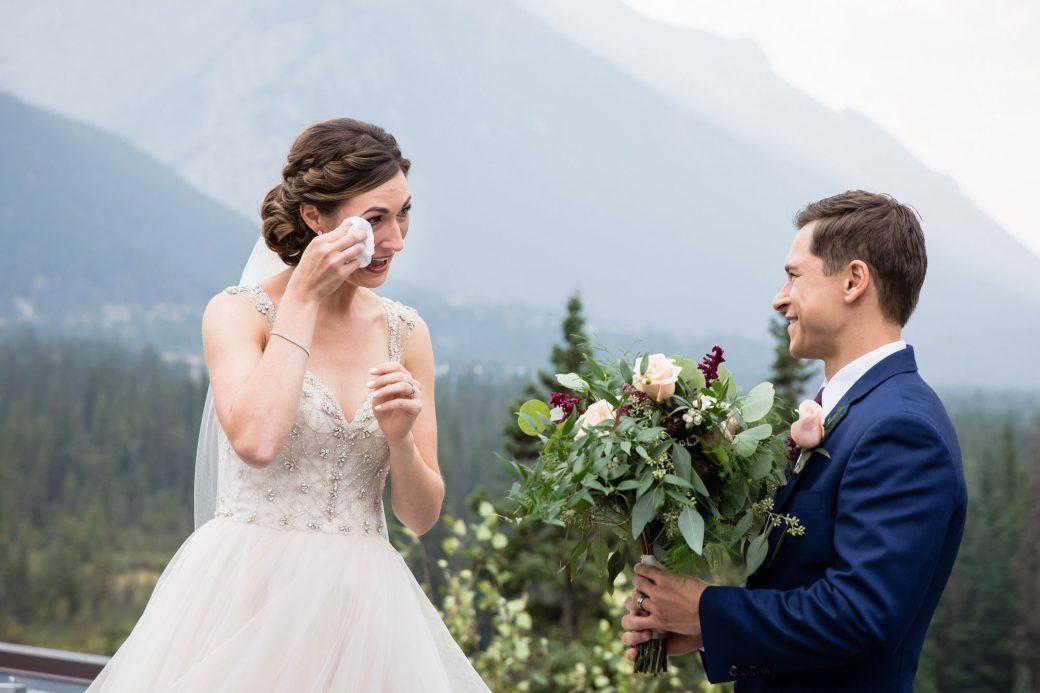 First Look | A Beautiful Mountain Wedding in Banff, Alberta,Canada