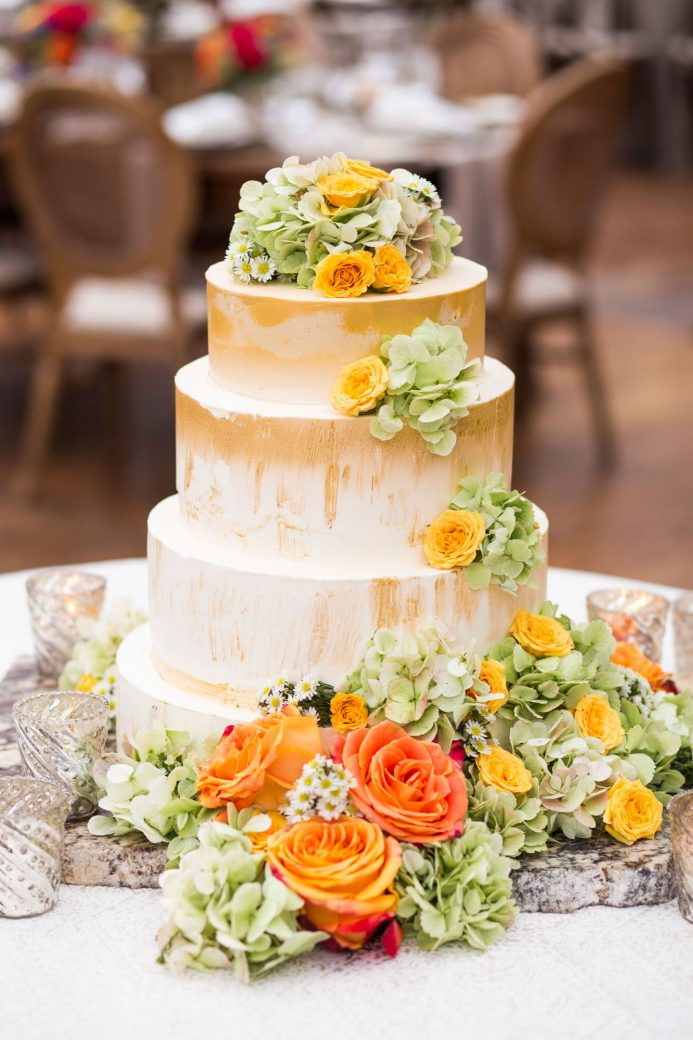Cake at a tent reception in Vail, Colorado | Luxe Mountain Weddings