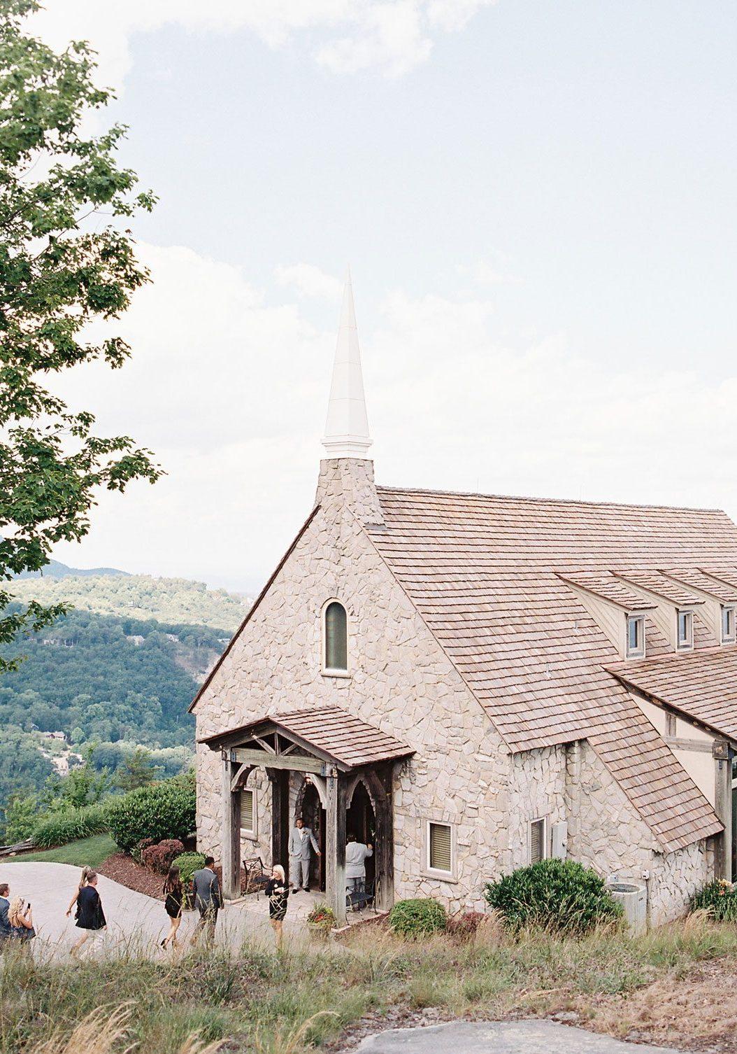 A Pretty Blue Ridge Mountain Wedding